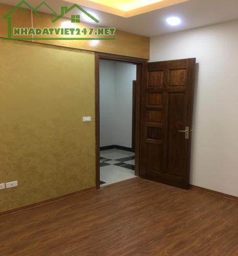 Bán khẩn cấp nhà Tuyệt đẹp phố Dịch Vọng, 38 m2, 5 tầng, chỉ 3,6 tỷ